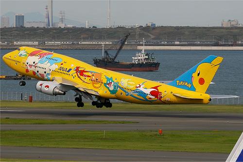 All_Nippon_Airways_Boeing_747-400_yellow_pokemon